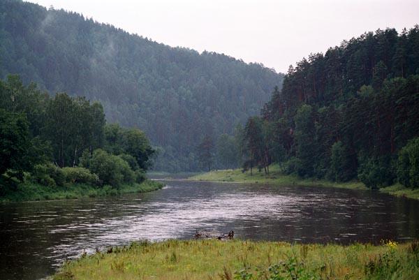 На берегу очень тихой реки