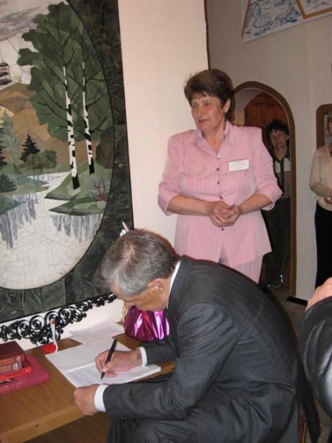 Пара строк на память от губернатора в книге отзывов