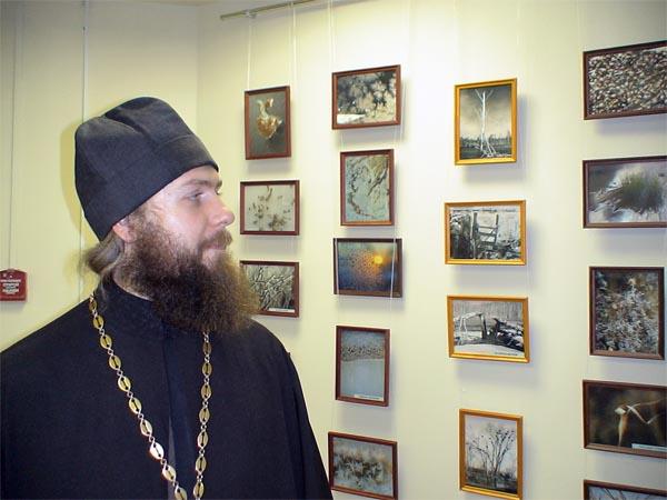 Отец Дмитрий Кадомцев и его фотовыставки