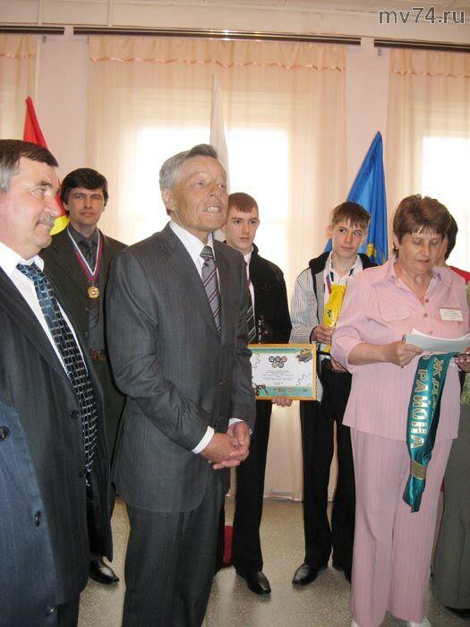 Награждение Петра Ивановича Сумина лентой Почетный гражданин