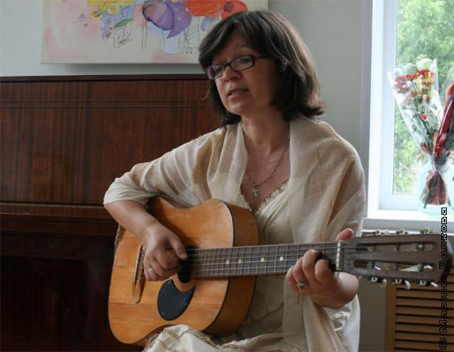 Покорили не только ее работы, но и ее песни