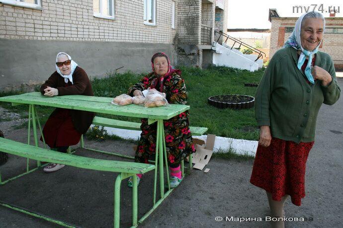 У дома ветеранов в селе Уйское Челябинской области