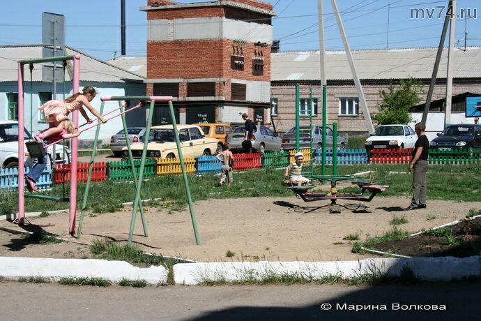 Детская площадка в Уйском