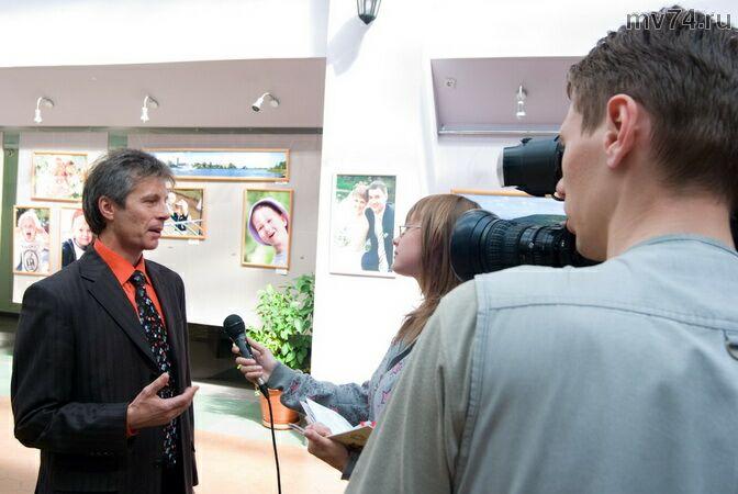 Восточный экспресс делает сюжет о выставке Андрея Юдина
