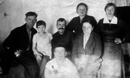 У прадедушки была большая семья: два сына и четыре дочери