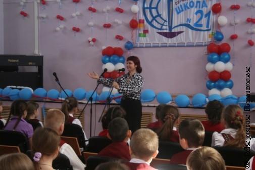 Нина Пикулева выступает в 21 школе Миасса