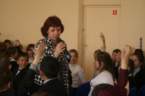 Нина Пикулева общается с детьми
