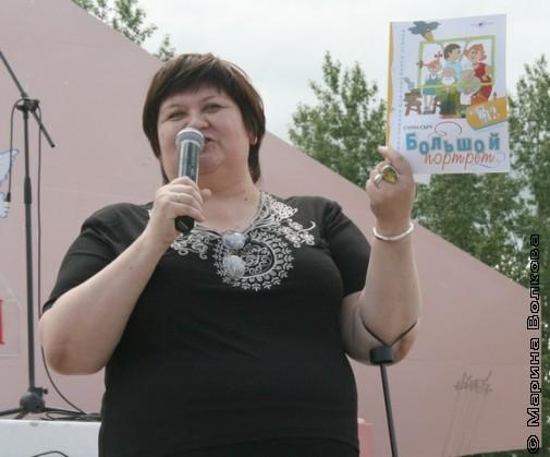 Свои стихи читает Елена Сыч