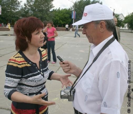 Анатолий Агарков берёт интервью у Нины Пикулевой