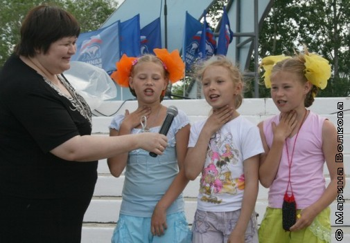 дети поют песни
