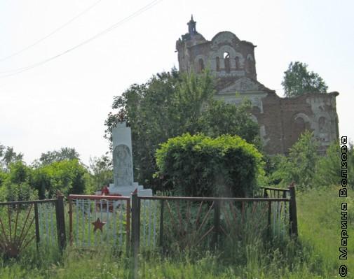 Заброшенный Храм  могила героям революции