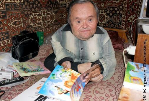 """Андрей Середа с книгой """"Я сижу на облаке"""""""
