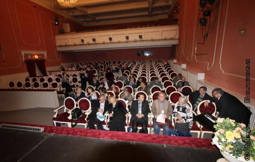 Перед началом конференции в Оперном театре Магнитогорска