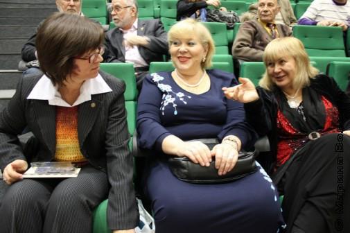 Н.А.Ягодинцева, В.Ю.Ерофеева-Тверская и Л.У.Звонарева перед конференцией