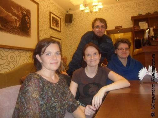 Дмитрий Сиротин с финскими писательницами