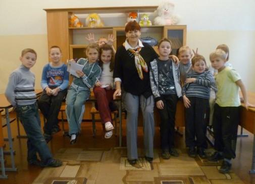 Елена Губина с детьми 94-ой школы