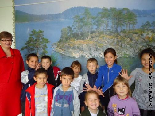 Учитель Галина Владимировна и ученики школы д.Арасланово