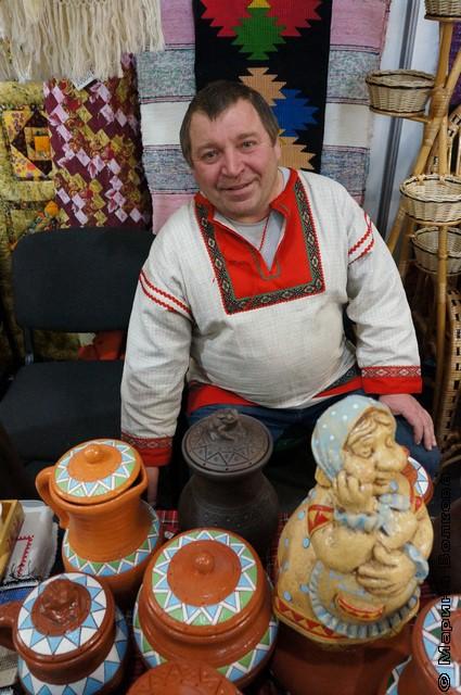 Продавец керамики