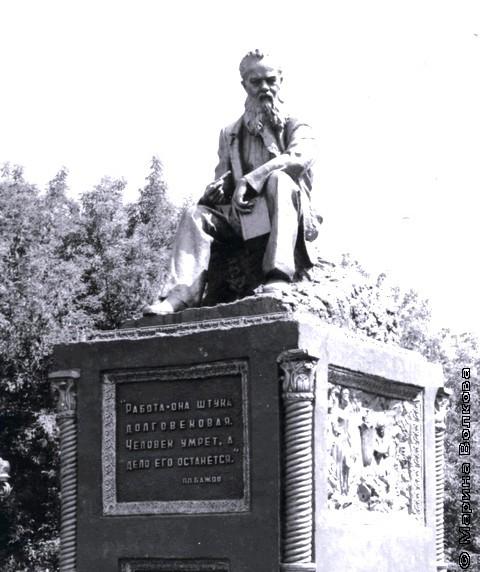 Памятник Бажову в Челябинской области