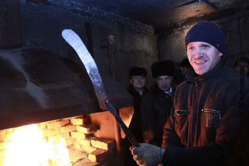Сергей Баранов с будущим клинком из булата