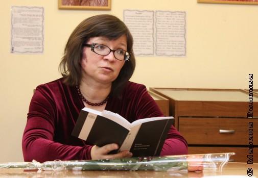 """Нина Ягодинцева с новой книгой """"Листая пламя"""""""