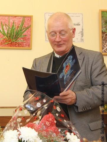 От Союза писателей поздравляет В.Н.Курбатов