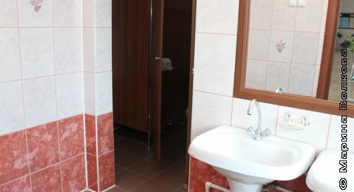 Школьный туалет для девочек