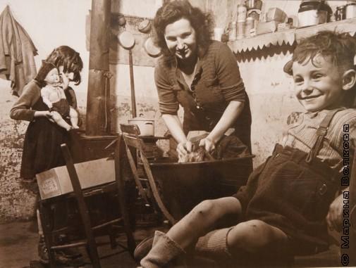 Вальтер Розенблюм, Мать, стирающая одежду