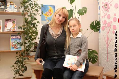 Мама с дочкой будут читать вместе