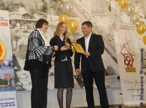 В центре - Юлия Линникова, шорт-лист Премии