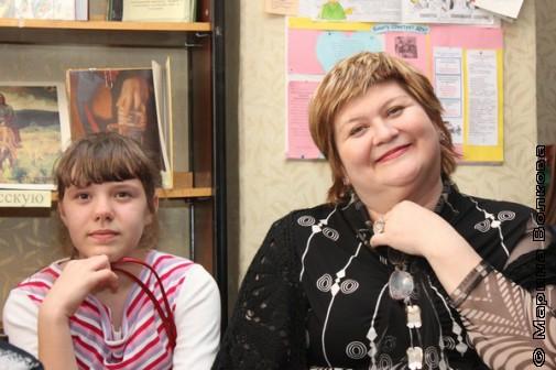 Елена Сыч слушает Михаила Придворова