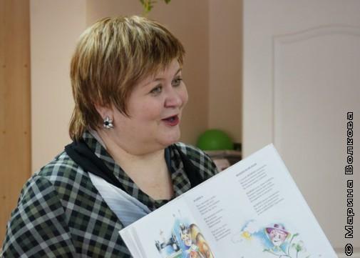 Елена Сыч с книгой Большой портрет