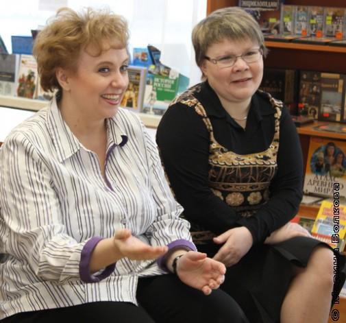 Библиотекари слушают стихи Елены Ранневой