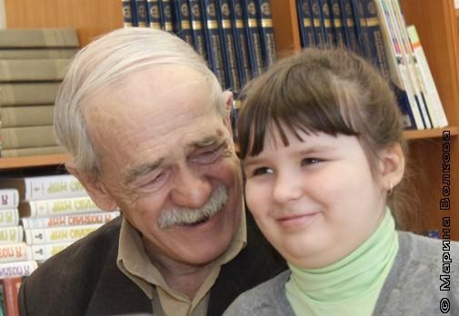 Дедушка и внучка на Читательском марафоне № 230