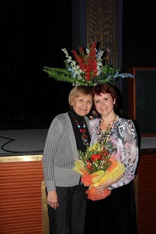 У сцены  с Галиной Костровой