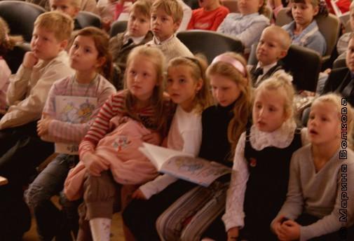 Дети слушают Николая Петровича Шилова