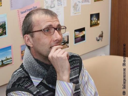 Янис Грантс смотрит презентацию о самом себе