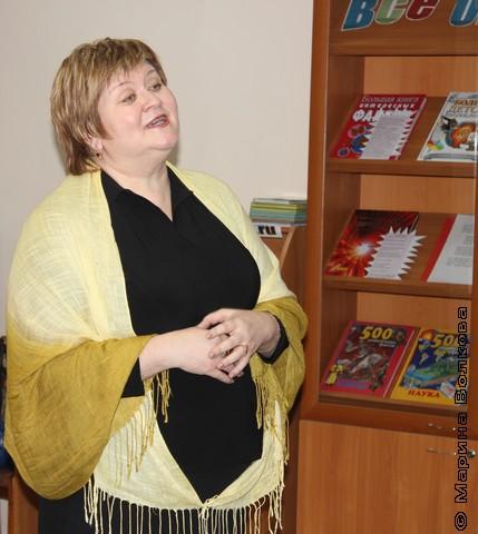 Елена Сыч читает стихи в 59-ой школе