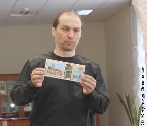 Сергей Сумин с советскими открытками