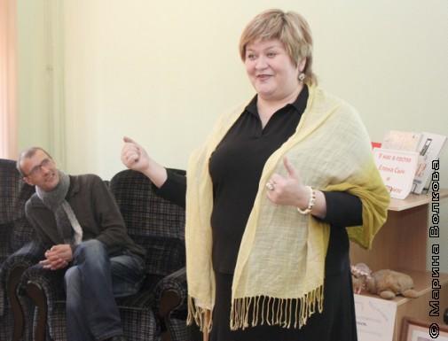 Янис Грантс слушает стихи Елены Сыч