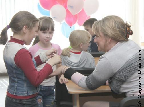 Ольга Колпакова научила детей делать и дарить обереги