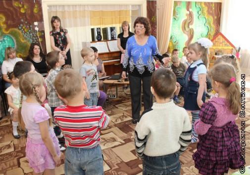 """Дети слушают стихотворение """"Солнышко"""""""