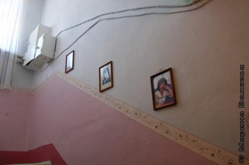 На стенах садика № 14 висят портреты южноуральских поэтов
