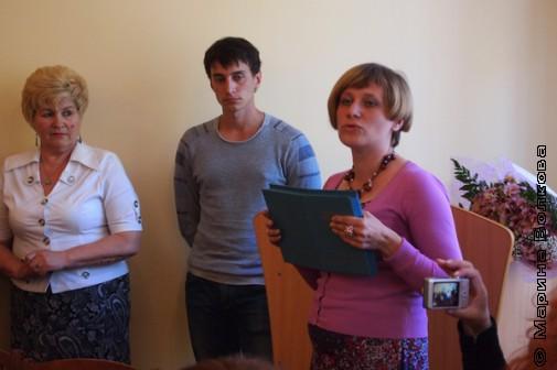 Куратор курсов Вера Васильевна Гейль поздравляет выпускников