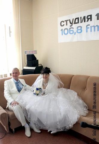 Свадебный портрет на фоне студии