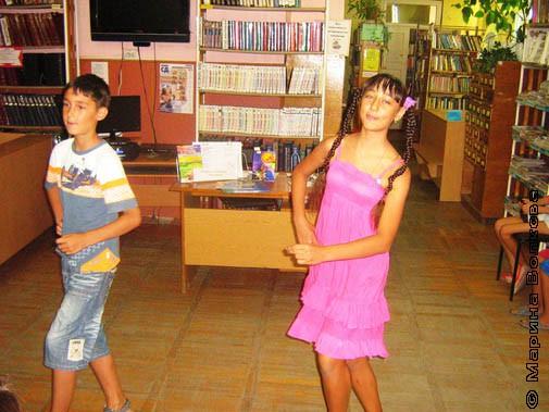 солисты детского эстрадного коллектива «Соловушка» Настя и Саша Басс