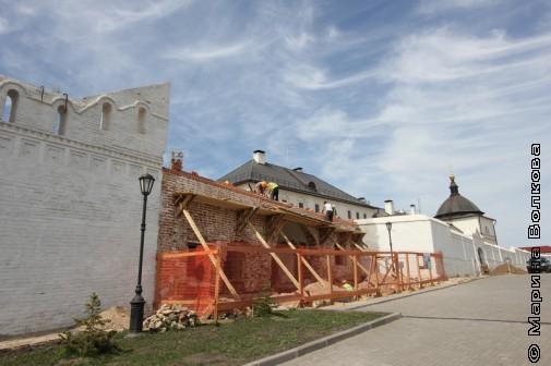 Реконструкция стен в Свияжске
