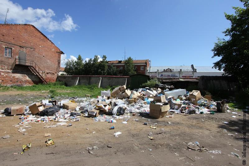 Дворовая мусорка