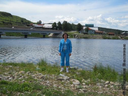 Нина Ягодинцева на берегу Серги