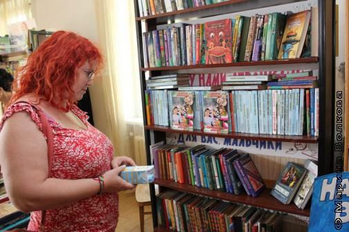Марина Юрина в библиотеке села Миасское